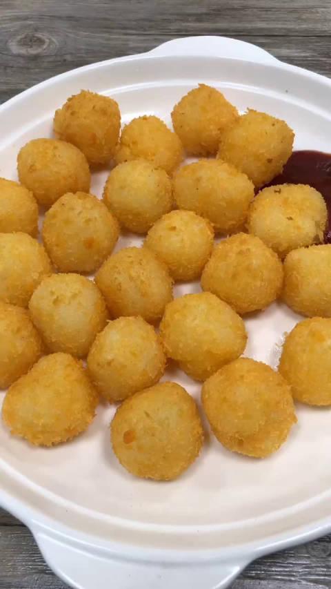 花了5毛钱,做了一盘土豆球!太好吃了,连盘子都吃下去了!