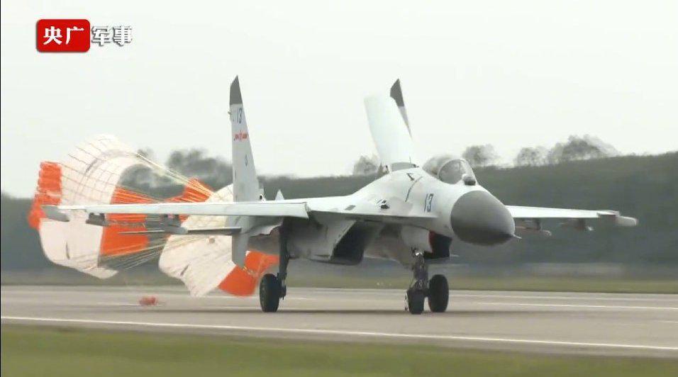 空中对抗!近百名飞行员海南岛大规模导弹实射