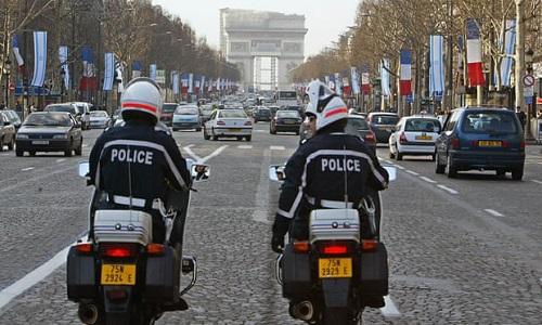 卫报:七名英国人包括两名未成年人在巴黎被抓 驾车袭击以色列使馆外宪兵