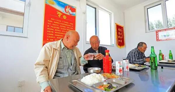 """""""小食堂""""解决""""大民生""""河北滦南农村养老服务暖人心"""