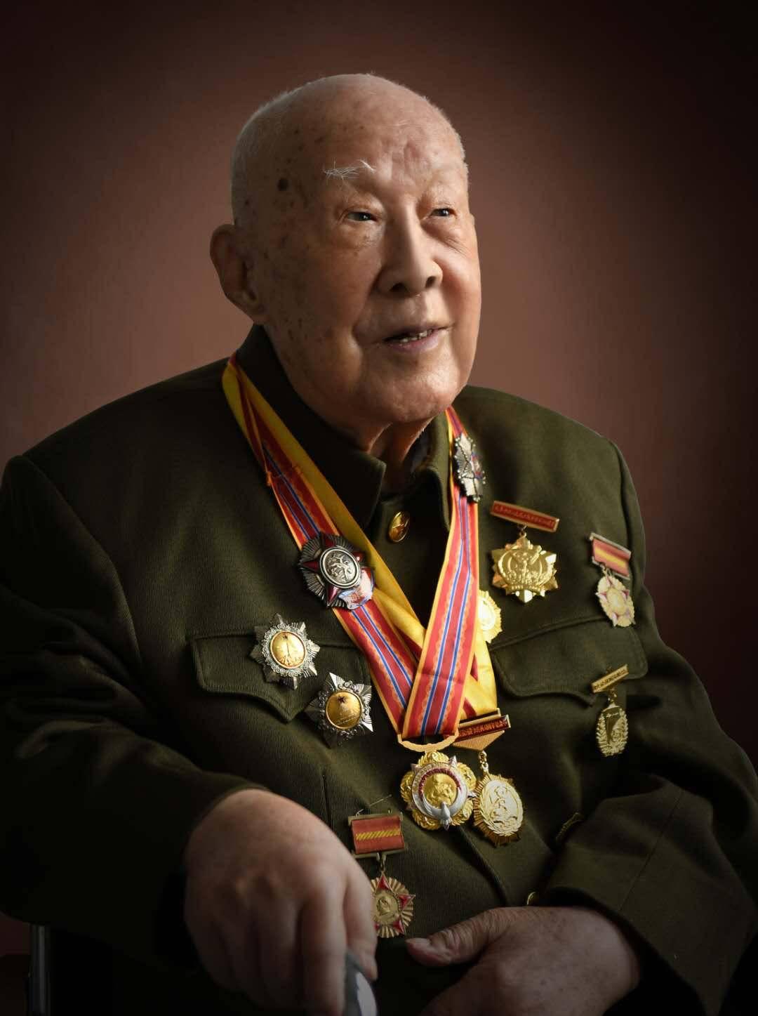 镜头下,百岁老将军真心开怀而笑—— 刘宁:用光影留驻他们的风骨