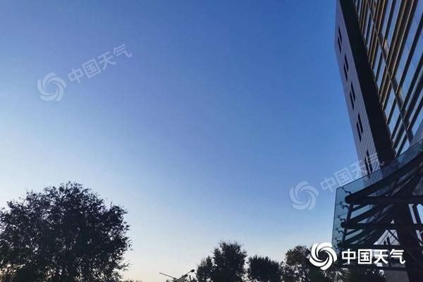 今天北京维持晴朗早晚秋寒浓 白天北风明显阵风6至7级图片