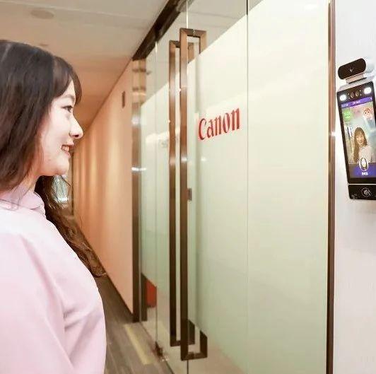 """强颜欢笑打工人?佳能中国推出""""笑脸识别""""AI门禁系统,希望改善办公室气氛"""