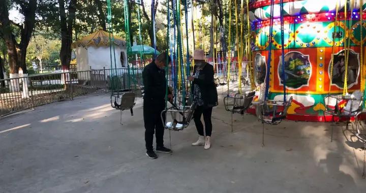 昌吉市公园管理服务中心对辖区内公园安全设施进行排查