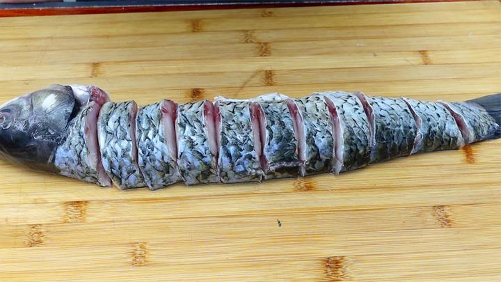 草鱼最好吃的做法,不红烧,不清炖,比饭店的味道还好吃,真解馋