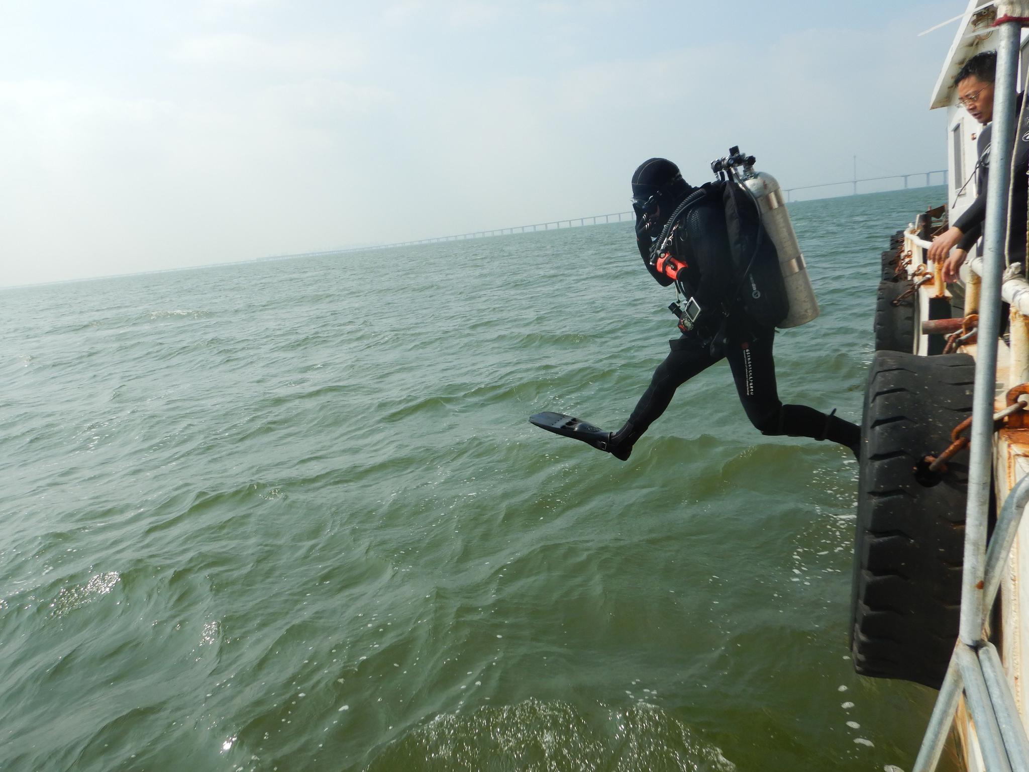 胶州湾外围海域确认1处一战沉船遗址,出水文物已保护处理图片