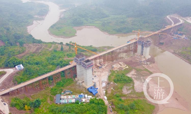 渝湘高速扩能工程巴南五布河特大桥最高钢栈桥顺利合龙