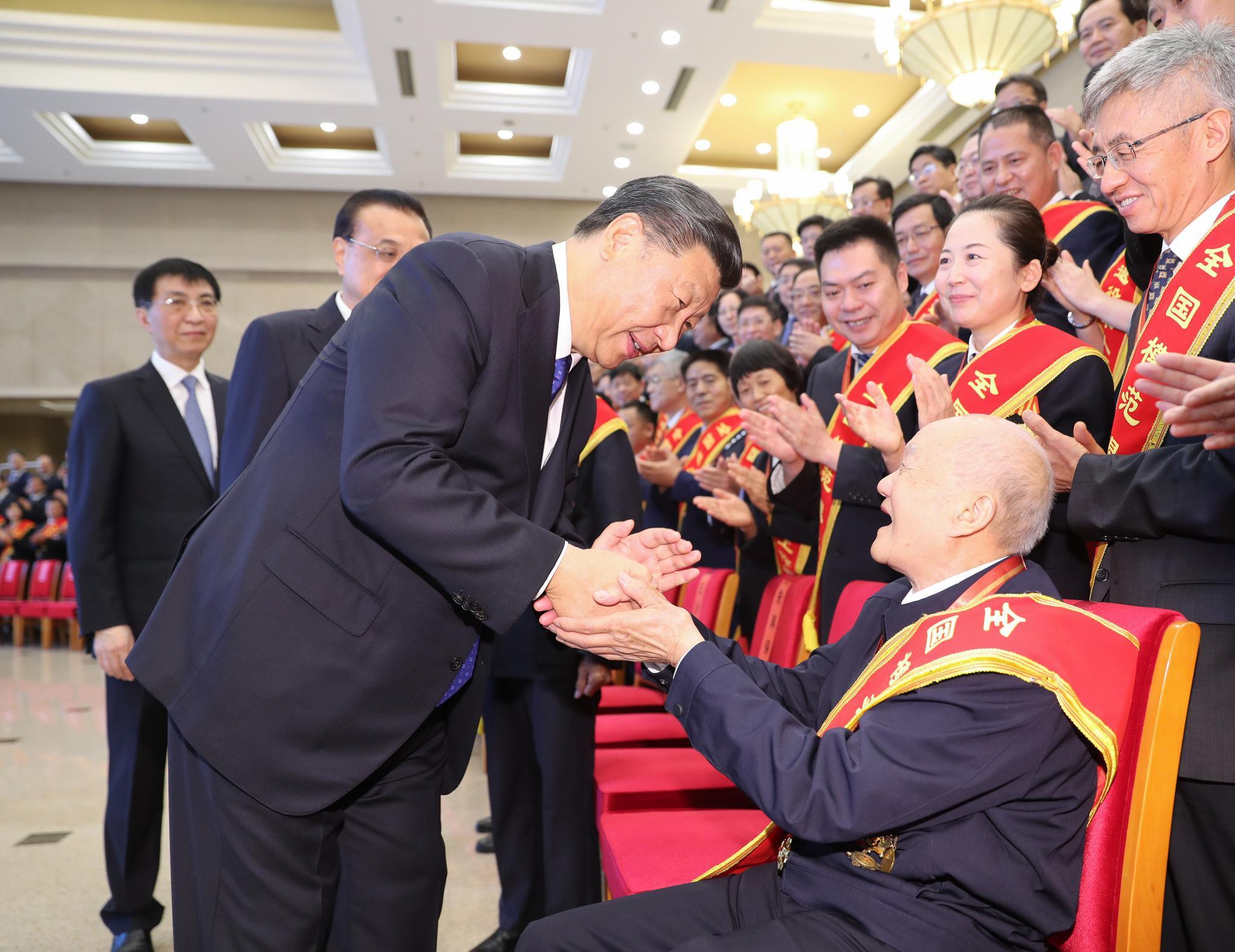 2019年7月26日,习近平总书记在北京访问天下退役武士事情集会全体代表。