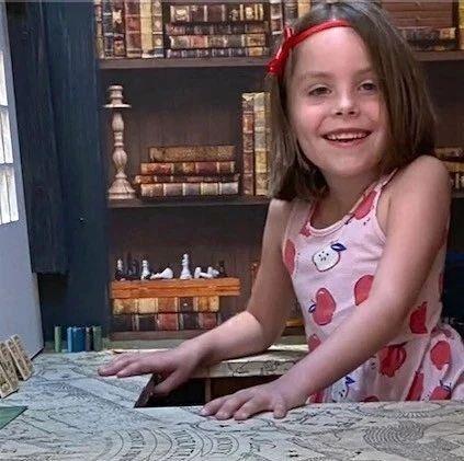 伦敦老爸在衣柜后面造出哈利波特对角巷,给女儿一个超大惊喜!