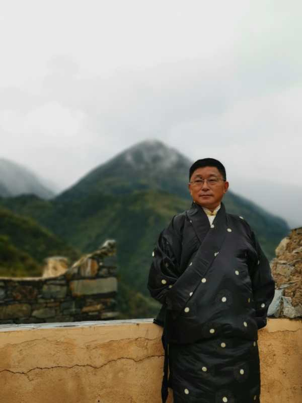 """第二届""""阿来诗歌节""""原创诗歌大赛颁奖典礼举行 内蒙古诗人为马尔康写下的""""笔记""""拿下一等奖"""