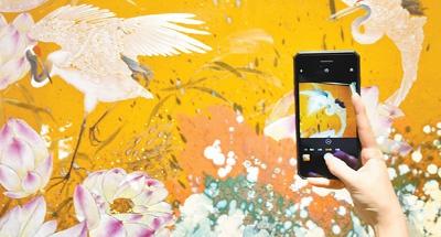 中国景德镇国际陶瓷博览会:瓷上作画更精彩