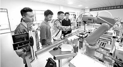 面对制造业智能化的机遇和挑战,职业教育准备好了吗?