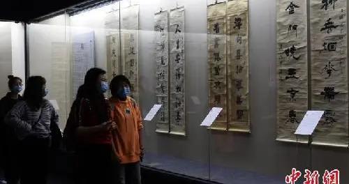 重庆:清代及民国碑学书法特展吸引市民参观