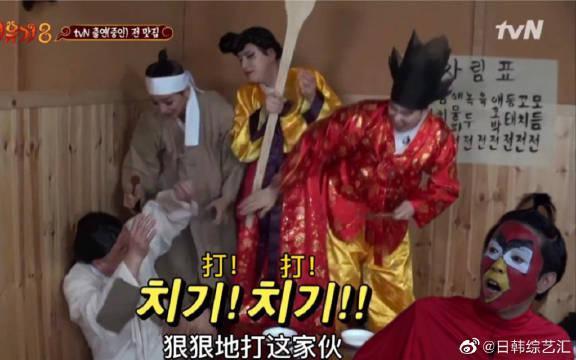 护着旻浩的儿子虎东却因煎饼惨遭长辈围殴