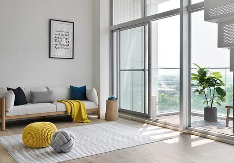 50㎡做成一房两厅,3.2米落地窗设计,视野采光好,不压抑