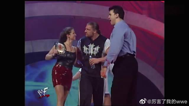 WWE:HHH成为麦克曼女婿,地位水涨船高,腰杆子都能挺直了!