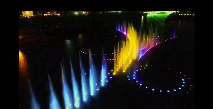 航拍运城禹都公园音乐喷泉……
