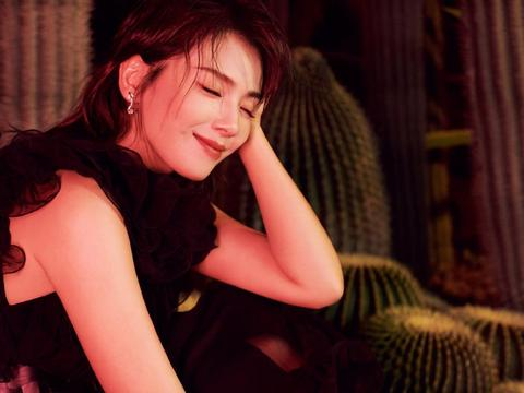 刘涛为《时尚旅游》拍封面,各种造型解锁不同风格,酷帅又有气质