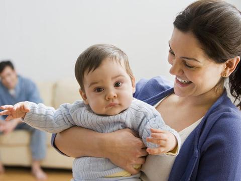 竖抱宝宝也有讲究,赶紧来学习一下