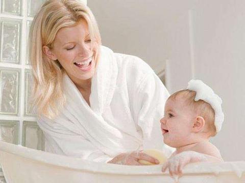 宝贝害怕洗澡怎么办?看看歪果仁的机智做法