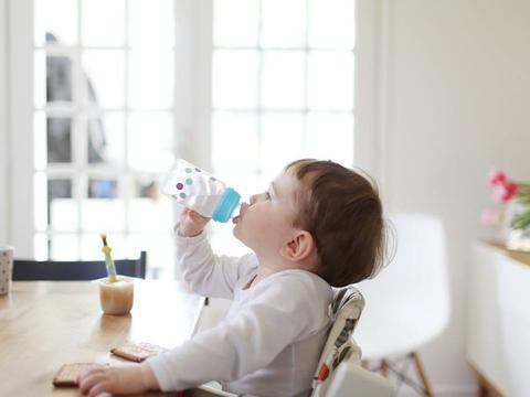 孩子不爱喝水?试试这几招