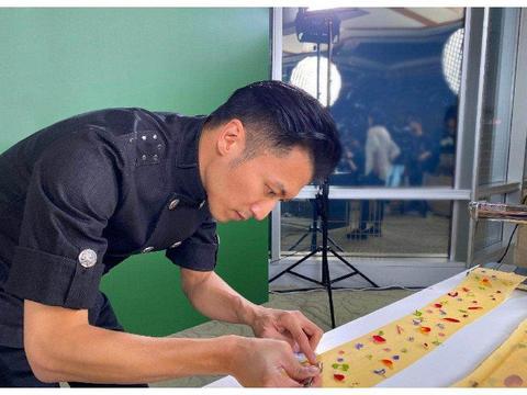 """不想当厨子的明星不是好歌手,谢霆锋再获""""米其林之友""""荣誉"""