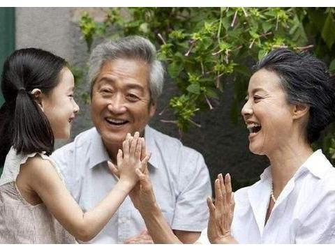 """为啥老人都在乎""""爷爷奶奶""""的称呼?一般人不明白,独生女却理解"""