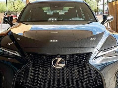 全新雷克萨斯IS海外实拍 新车将搭载2.0T发动机