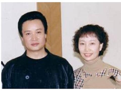 61岁阎维文近照,妻子曾患病20年不离不弃,今子孙满堂成人生赢家