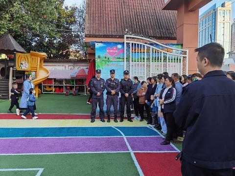 平利县幼儿园:特警进校园 安全伴我行