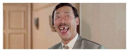 他和林正英共同创造了香港经典鬼片时代,如今75岁仍然未婚