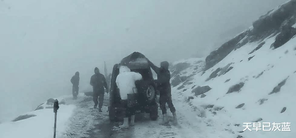 拉达克山区出事:印军巡逻队坠入悬崖全部丧生,印军无一生还