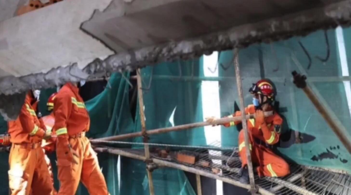 厦门一在建别墅外墙发生坍塌3人被埋 被救出后不治身亡