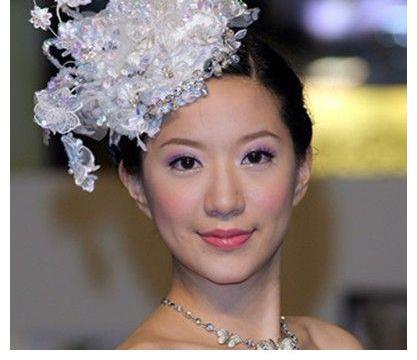 她面相超好,被老公花8亿娶回家,生下双胞胎儿子被宠成公主