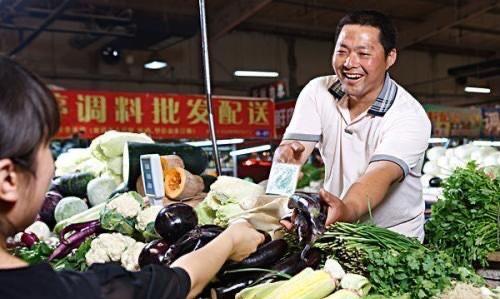 官方回应武汉菜场摊贩限制年龄 系企业自主行为已约谈