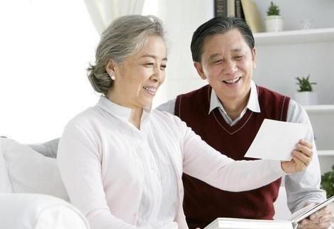 """两种""""新型养老""""正渐渐兴起,不用麻烦子女,也不用去住养老院"""