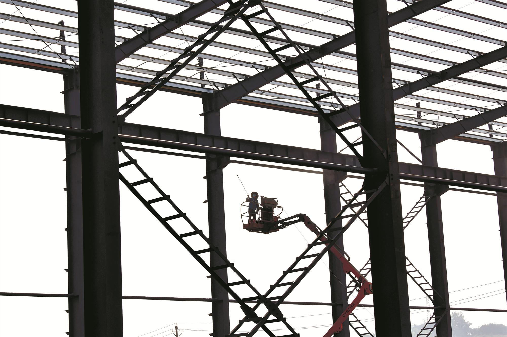 咸安开发区:加紧建设厂房