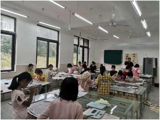 中江县清凉小学开展毛笔隶书练习活动