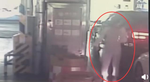 济宁一女子被歹徒劫持上演教科书式自救