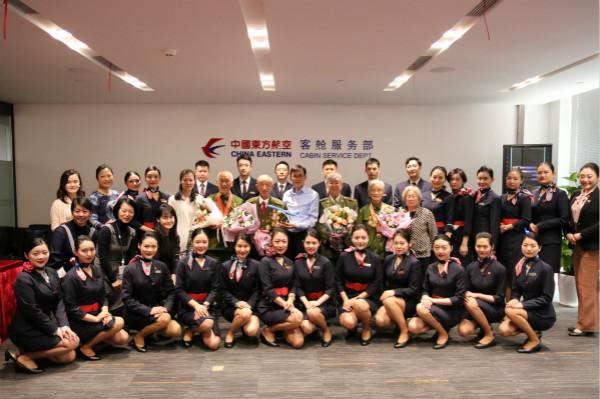 致敬最可爱的人!东航客舱服务部乘务员与志愿军老战士共同开展主题党日活动