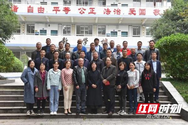 株洲市普通高中物理学科新课程培训在十八中举行