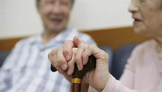 """老年人口将破3亿,养老规划多打""""提前量""""图片"""