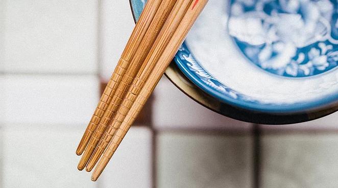 你家用的是啥筷子?测试发现密胺塑料筷比竹木筷安全风险更高
