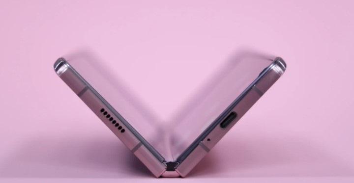报告:三星Galaxy Z Fold 3具有更厚的UTG玻璃,搭载S Pen