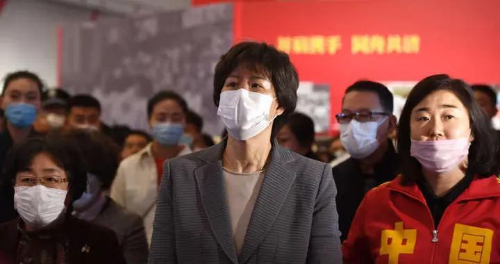 郎平在津回顾中国女排夺冠之路