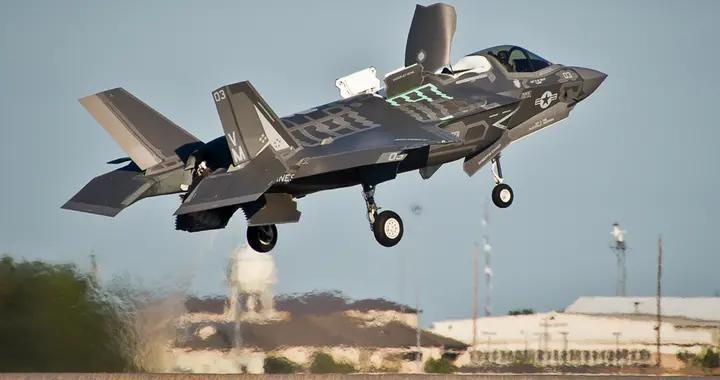 美军在日本岩国基地组建新战机中队 正式追加部署16架F-35B