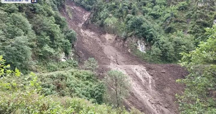 云南怒江发生泥石流塌方致多路段损毁 抢险正持续进行