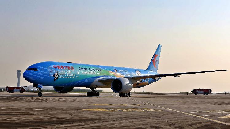 """东航""""进博号""""航班首航重庆 快来目睹全球首架主题彩绘飞机"""