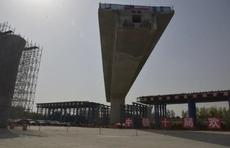 鲁南高铁菏兰段跨京九铁路转体桥成功实现转体