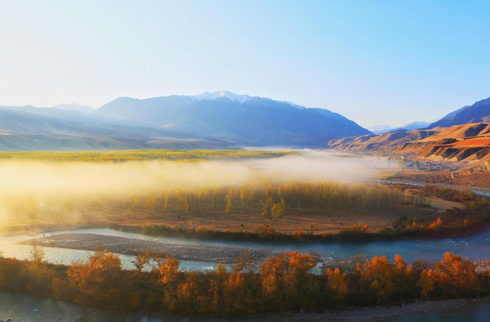 绿水青山丨新疆特克斯:雾霭缭绕下的克孜阔拉村